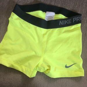 Nike pro shorts size medium